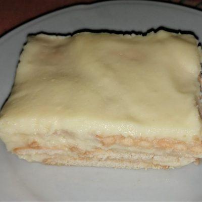 Бисквитена торта с домашен крем и банани