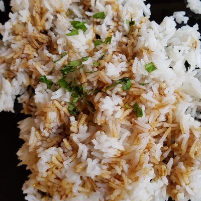Жасминов ориз с чесън и соев сос