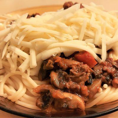Спагети с кайма и гъби